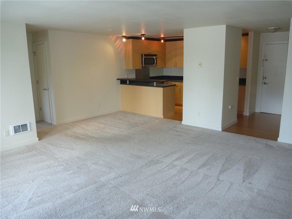 Sold Property   7925 Densmore Avenue N #302 Seattle, WA 98103 4