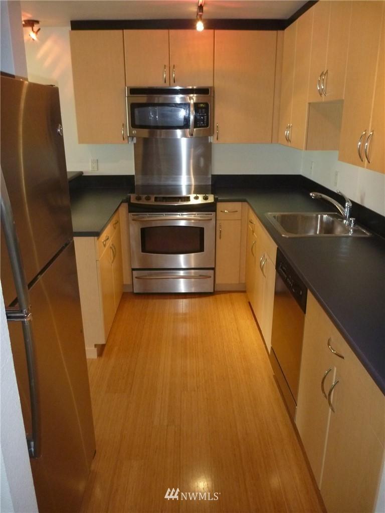 Sold Property   7925 Densmore Avenue N #302 Seattle, WA 98103 5