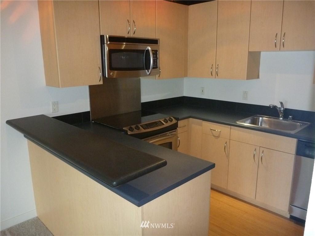 Sold Property   7925 Densmore Avenue N #302 Seattle, WA 98103 6