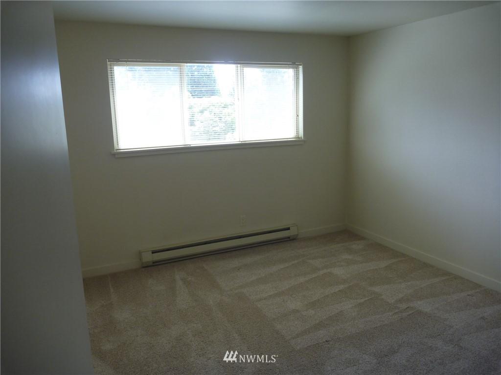 Sold Property   7925 Densmore Avenue N #302 Seattle, WA 98103 9