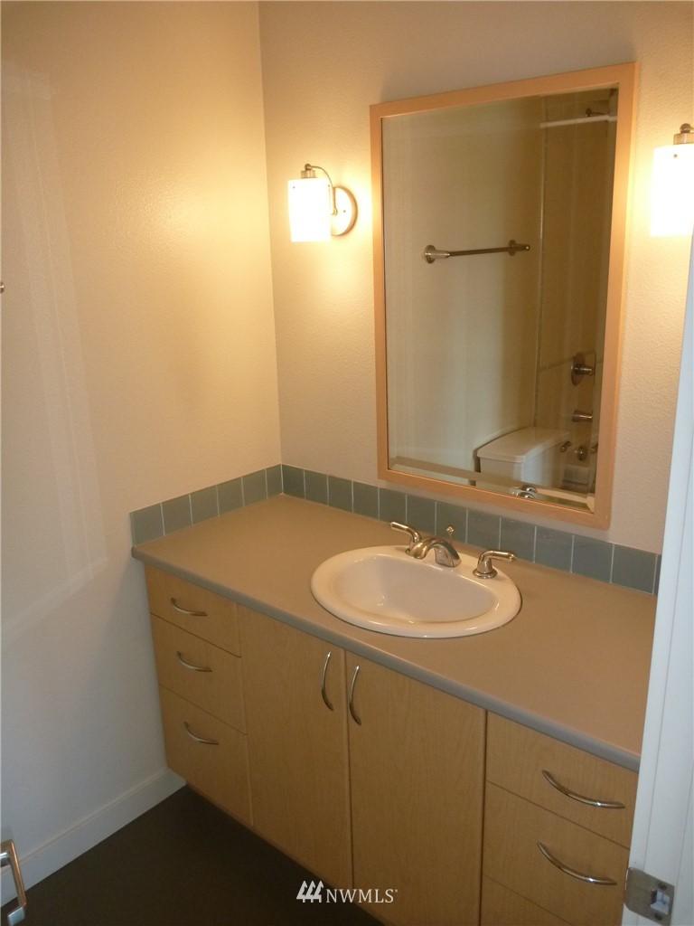 Sold Property   7925 Densmore Avenue N #302 Seattle, WA 98103 10