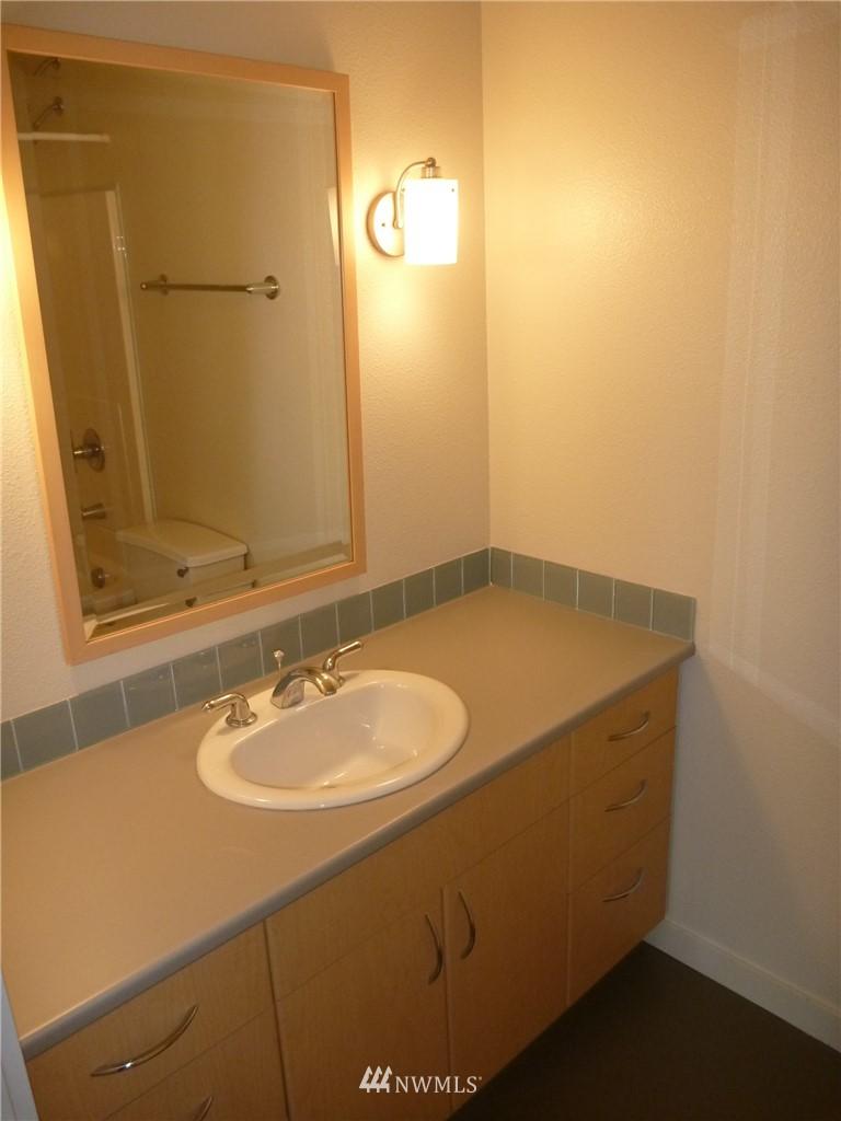 Sold Property   7925 Densmore Avenue N #302 Seattle, WA 98103 12
