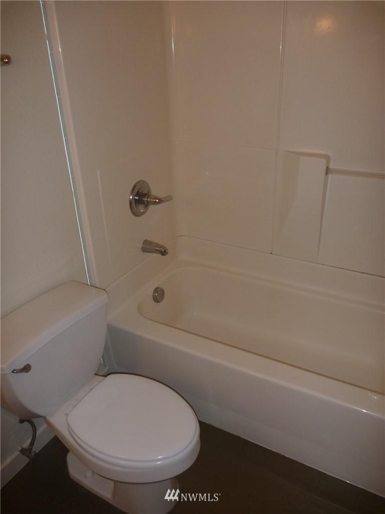 Sold Property   7925 Densmore Avenue N #302 Seattle, WA 98103 14