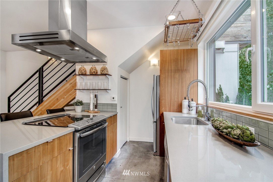 Sold Property | 208 25th Avenue E #B Seattle, WA 98112 6