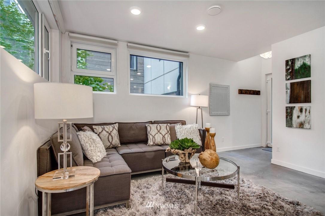 Sold Property | 208 25th Avenue E #B Seattle, WA 98112 10