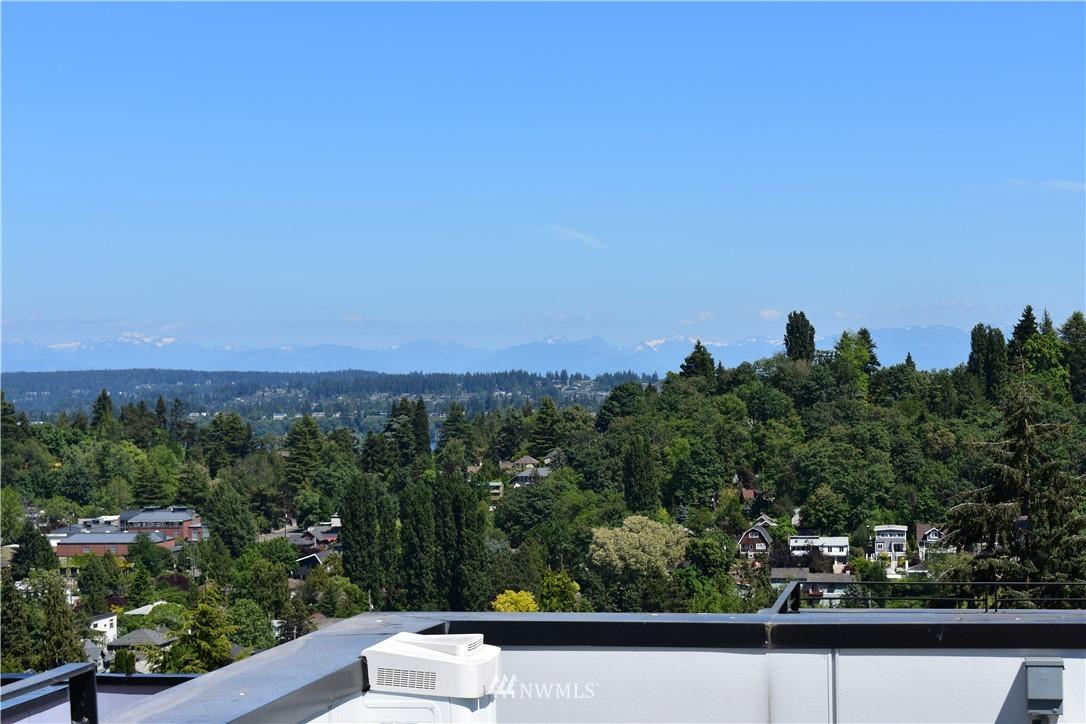 Sold Property | 208 25th Avenue E #B Seattle, WA 98112 1