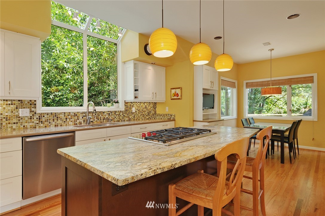 Sold Property | 8912 46th Avenue NE Seattle, WA 98115 7