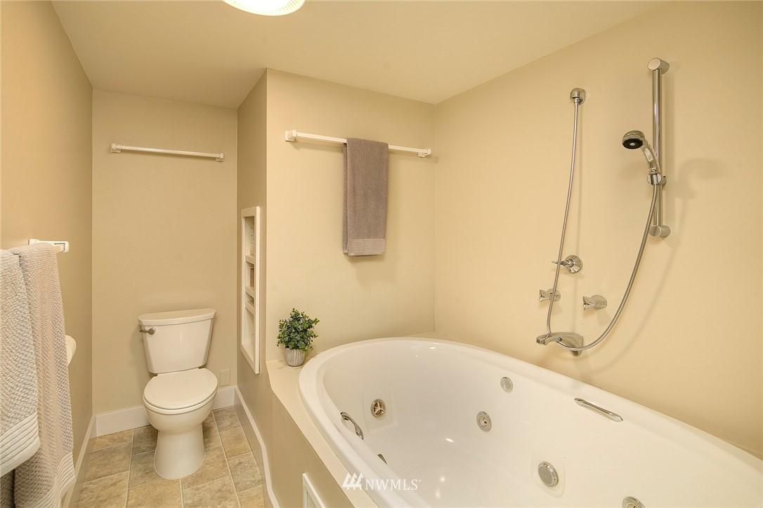 Sold Property   4232 NE 88th Street Seattle, WA 98115 20