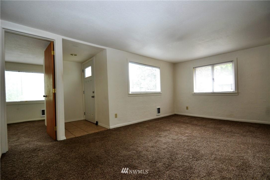 Sold Property   10235 19th Avenue SW Seattle, WA 98146 12
