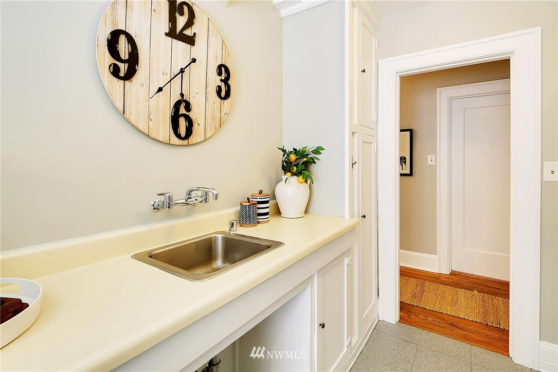Sold Property | 321 Boylston Avenue E #102 Seattle, WA 98102 11