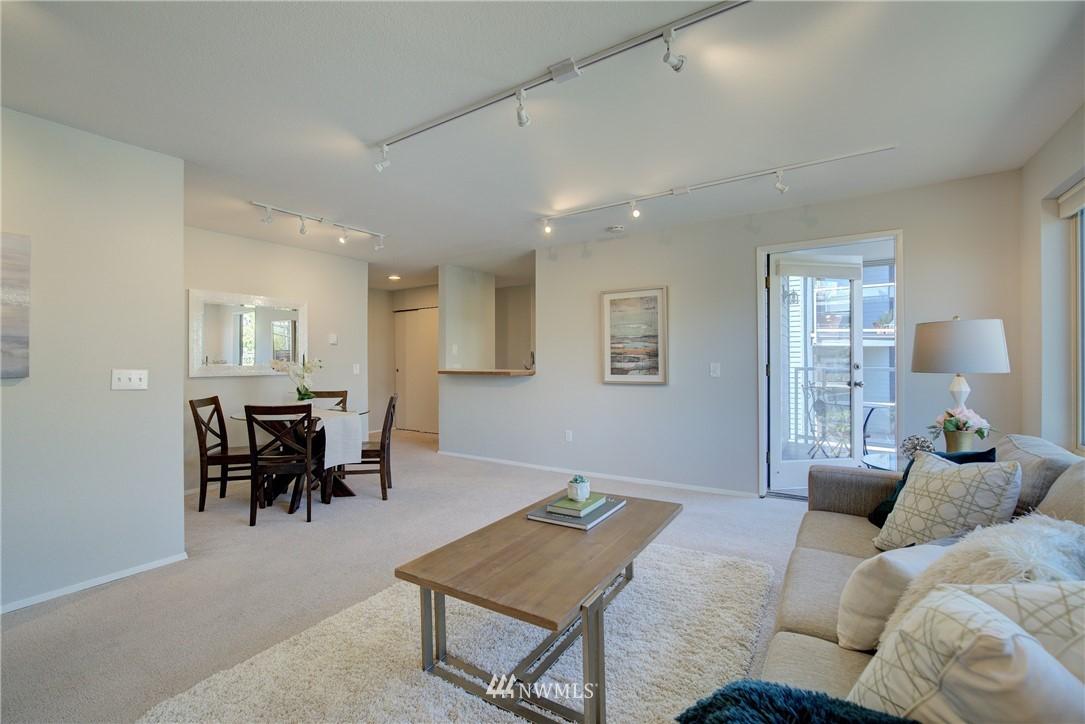 Sold Property | 4421 Greenwood Avenue N #301 Seattle, WA 98103 1