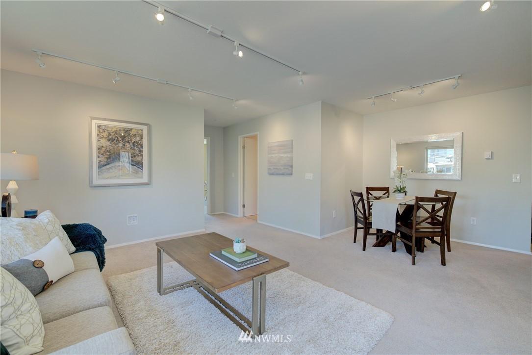 Sold Property | 4421 Greenwood Avenue N #301 Seattle, WA 98103 3