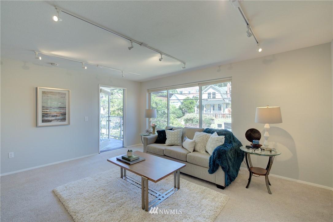 Sold Property | 4421 Greenwood Avenue N #301 Seattle, WA 98103 5