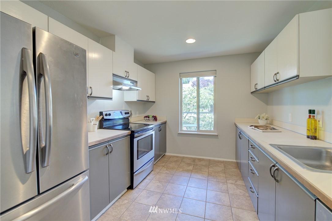 Sold Property | 4421 Greenwood Avenue N #301 Seattle, WA 98103 8