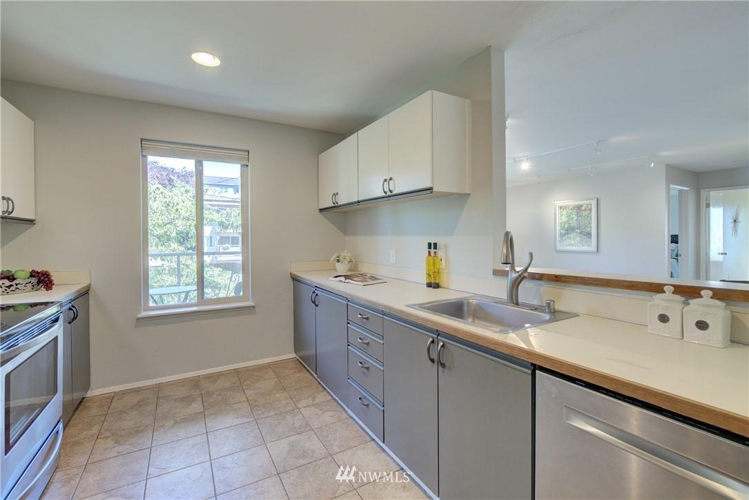 Sold Property | 4421 Greenwood Avenue N #301 Seattle, WA 98103 9