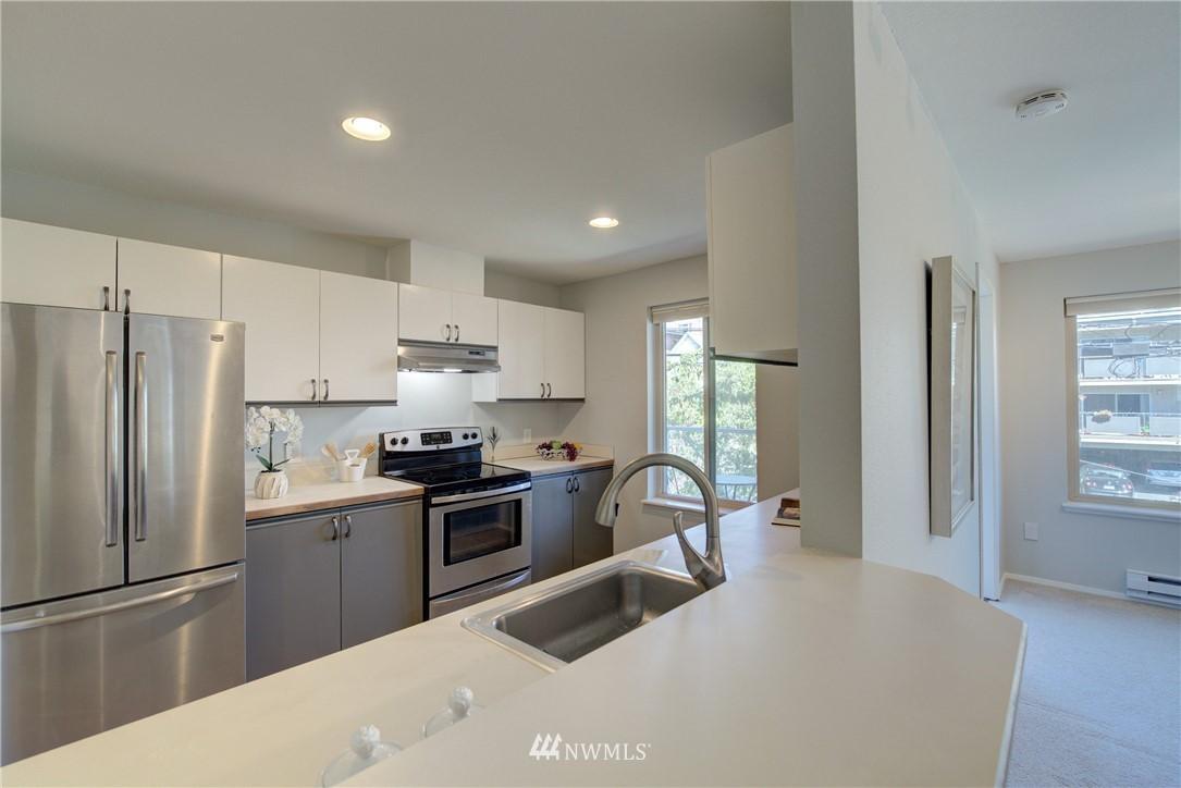 Sold Property | 4421 Greenwood Avenue N #301 Seattle, WA 98103 10