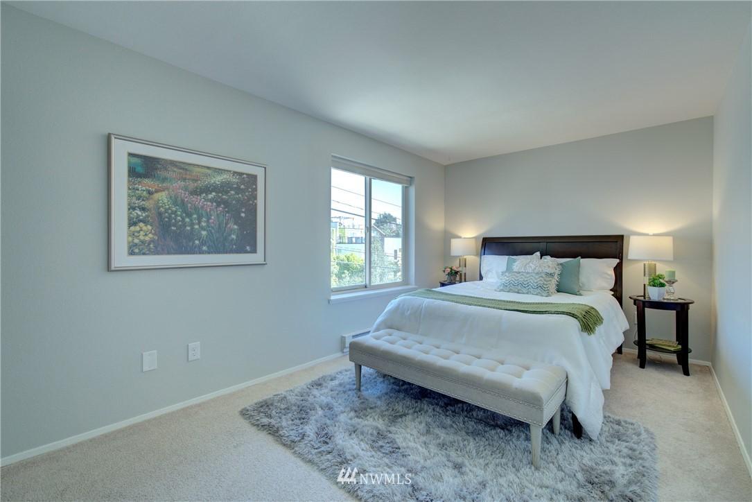 Sold Property | 4421 Greenwood Avenue N #301 Seattle, WA 98103 11