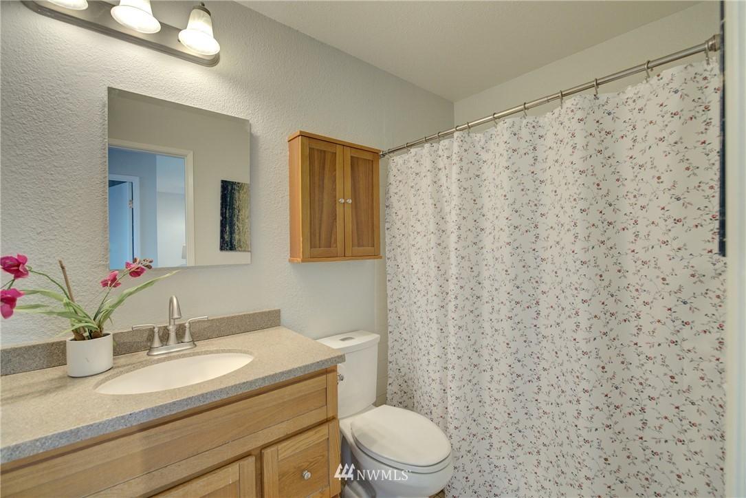 Sold Property | 4421 Greenwood Avenue N #301 Seattle, WA 98103 13