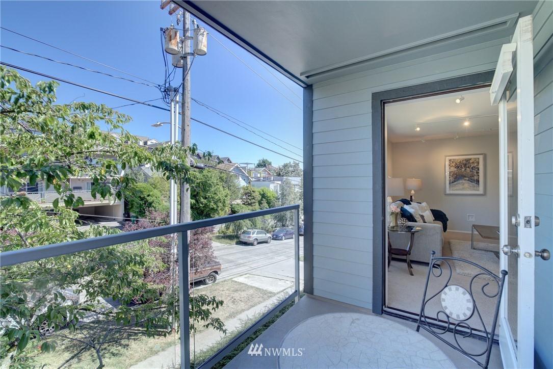 Sold Property | 4421 Greenwood Avenue N #301 Seattle, WA 98103 16