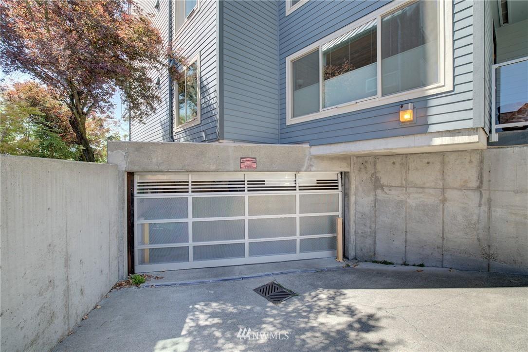 Sold Property | 4421 Greenwood Avenue N #301 Seattle, WA 98103 18