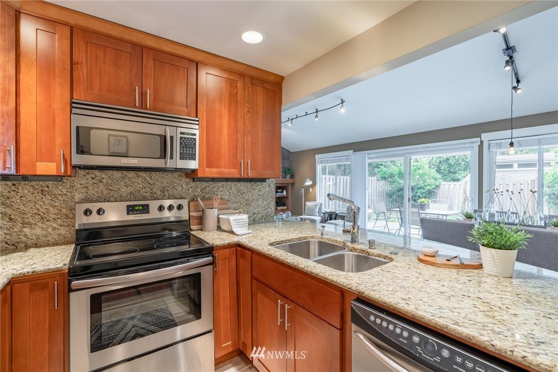 Sold Property | 15300 NE 15th Place #8 Bellevue, WA 98007 4
