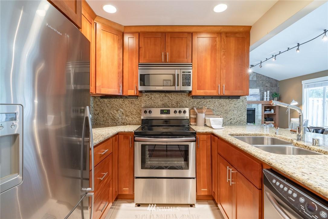 Sold Property | 15300 NE 15th Place #8 Bellevue, WA 98007 3