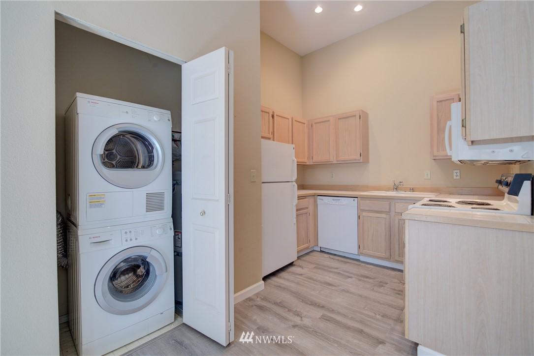 Sold Property | 3028 Western Avenue #315 Seattle, WA 98121 6