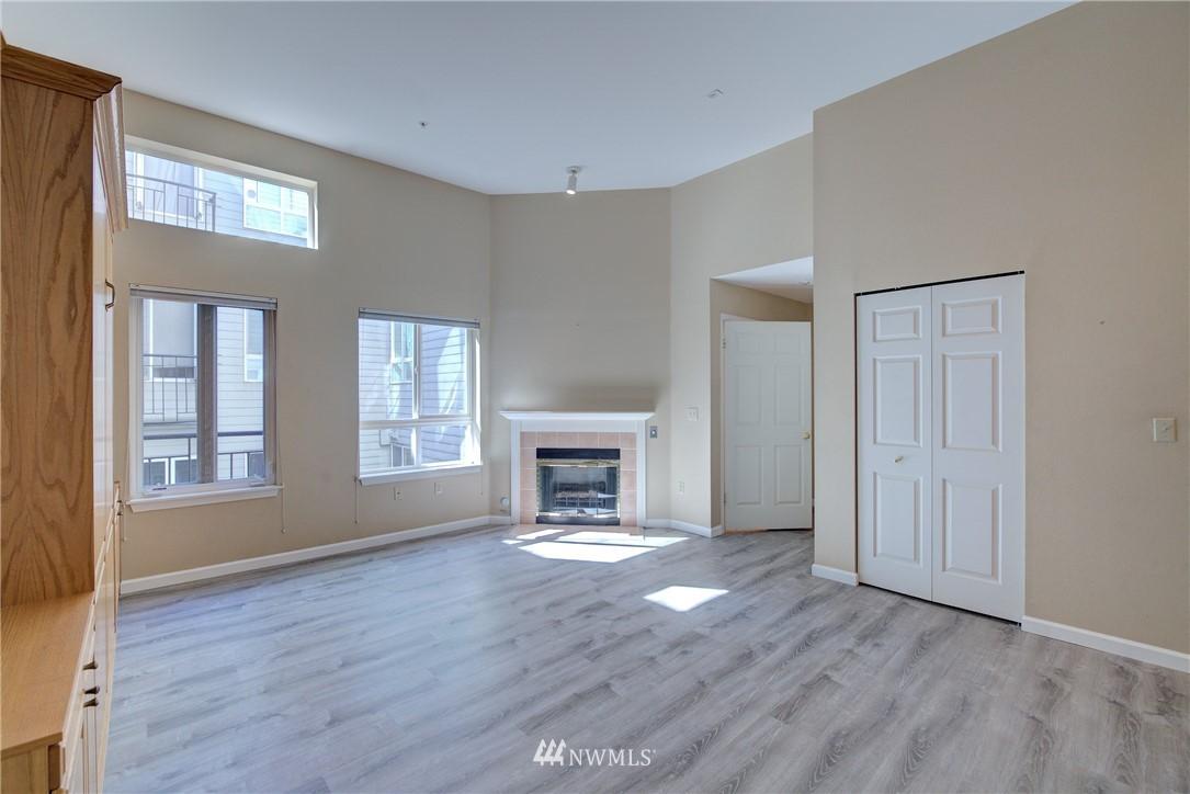 Sold Property | 3028 Western Avenue #315 Seattle, WA 98121 2