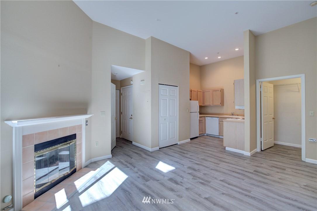 Sold Property | 3028 Western Avenue #315 Seattle, WA 98121 5