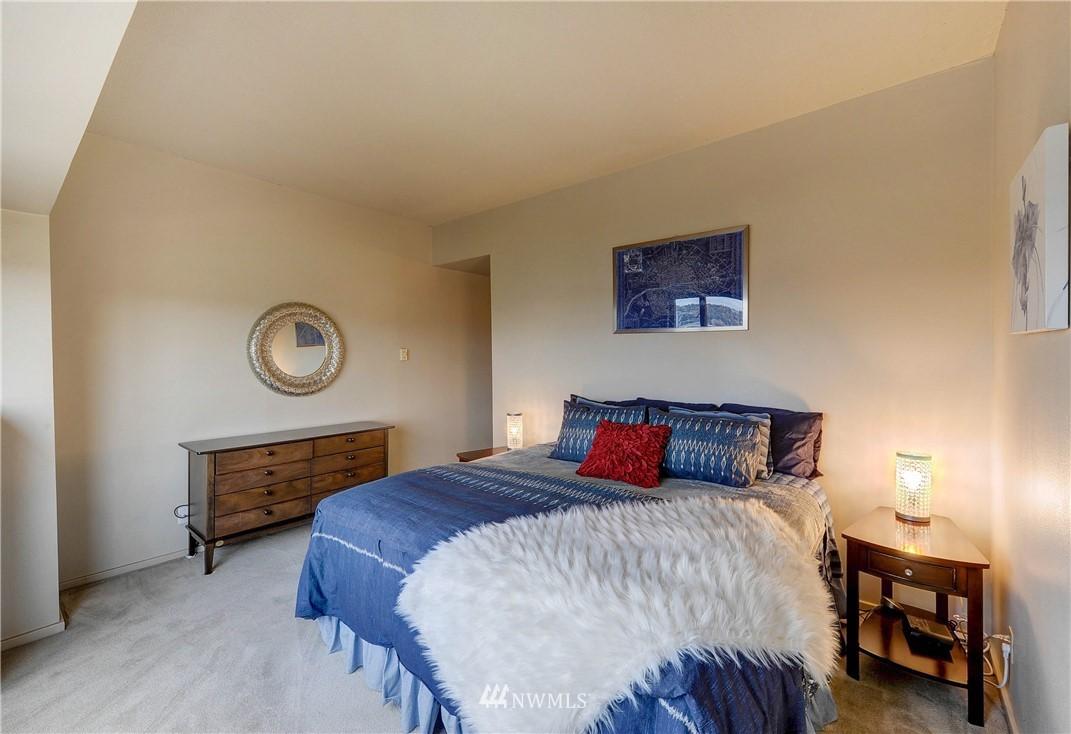 Sold Property   2821 2nd Avenue #2104 Seattle, WA 98121 19