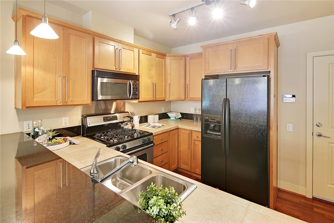 Sold Property | 410 NE 70th Street #304 Seattle, WA 98115 2