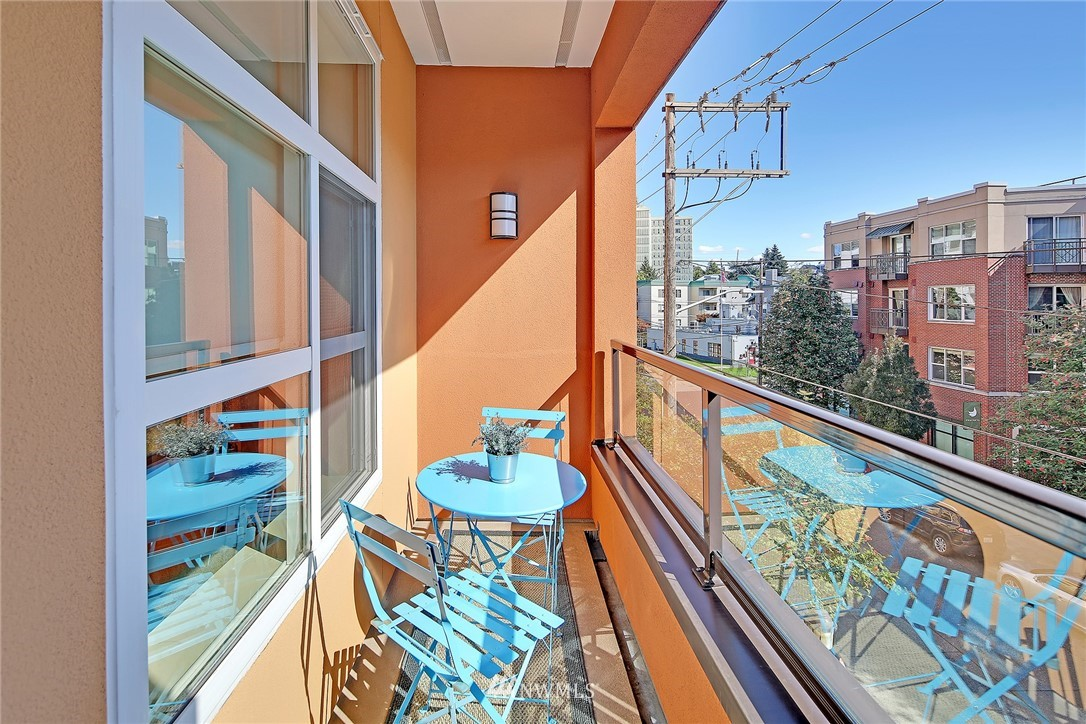 Sold Property | 410 NE 70th Street #304 Seattle, WA 98115 17
