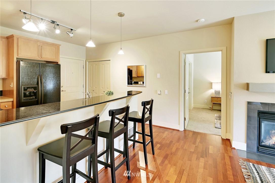 Sold Property | 410 NE 70th Street #304 Seattle, WA 98115 4