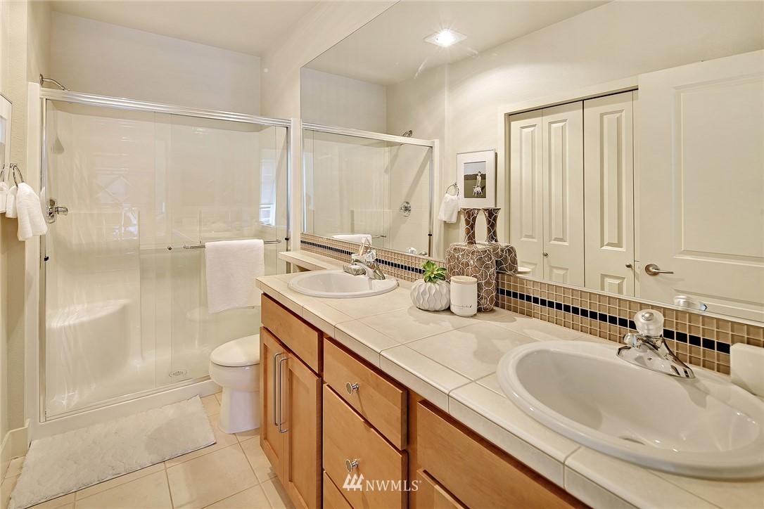 Sold Property | 410 NE 70th Street #304 Seattle, WA 98115 12