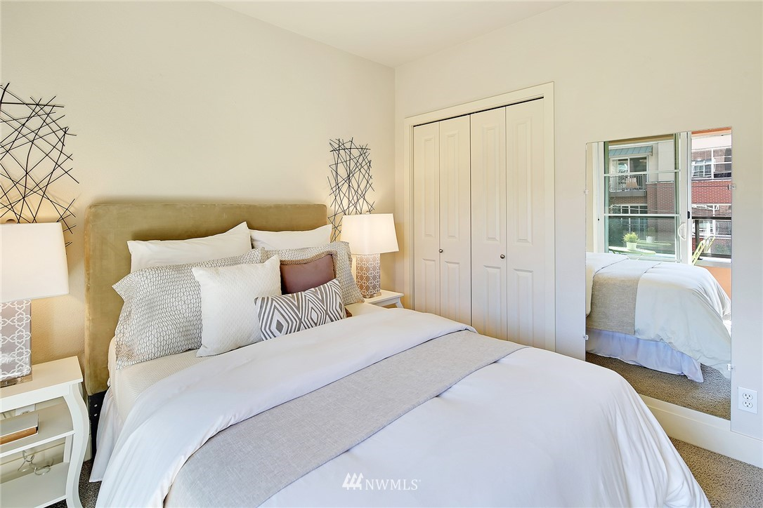Sold Property | 410 NE 70th Street #304 Seattle, WA 98115 15