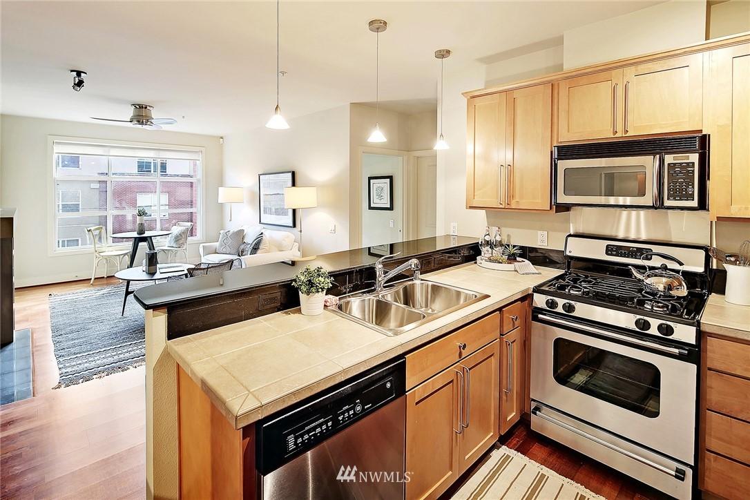 Sold Property | 410 NE 70th Street #304 Seattle, WA 98115 5