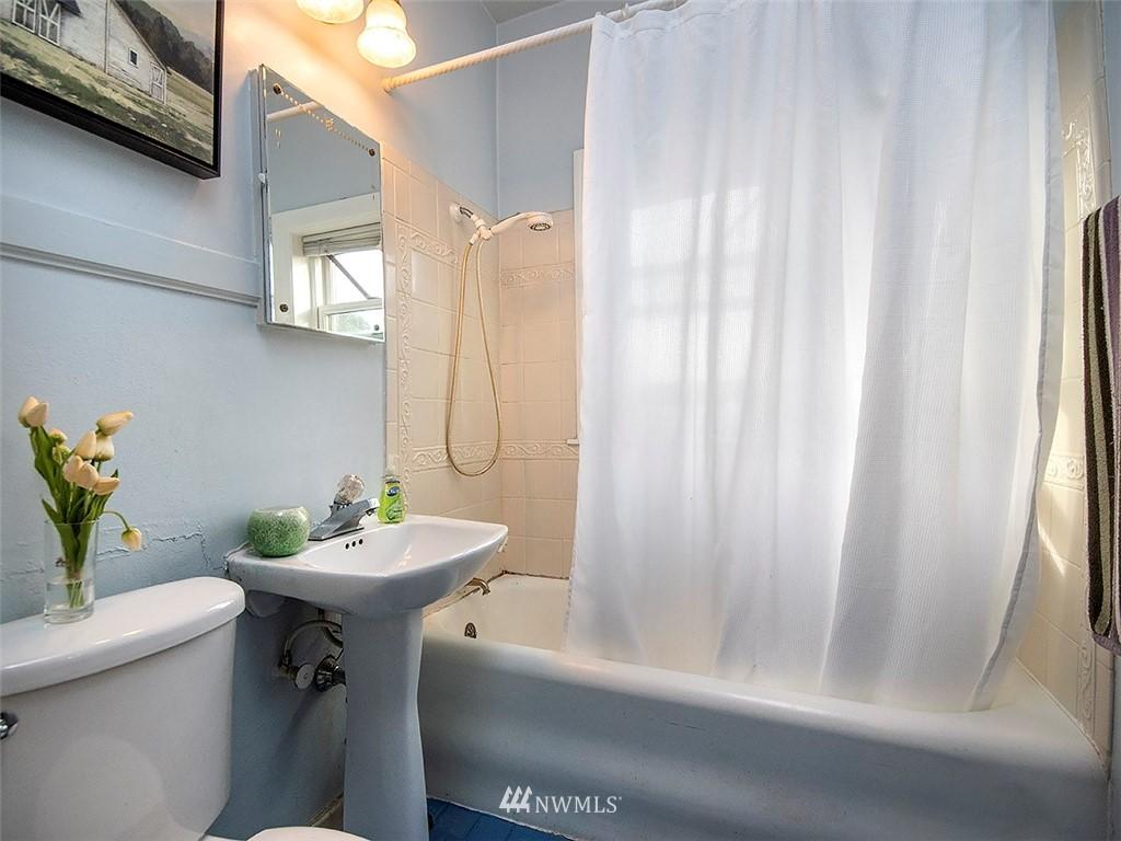 Sold Property | 519 W Roy Street #107 Seattle, WA 98119 12