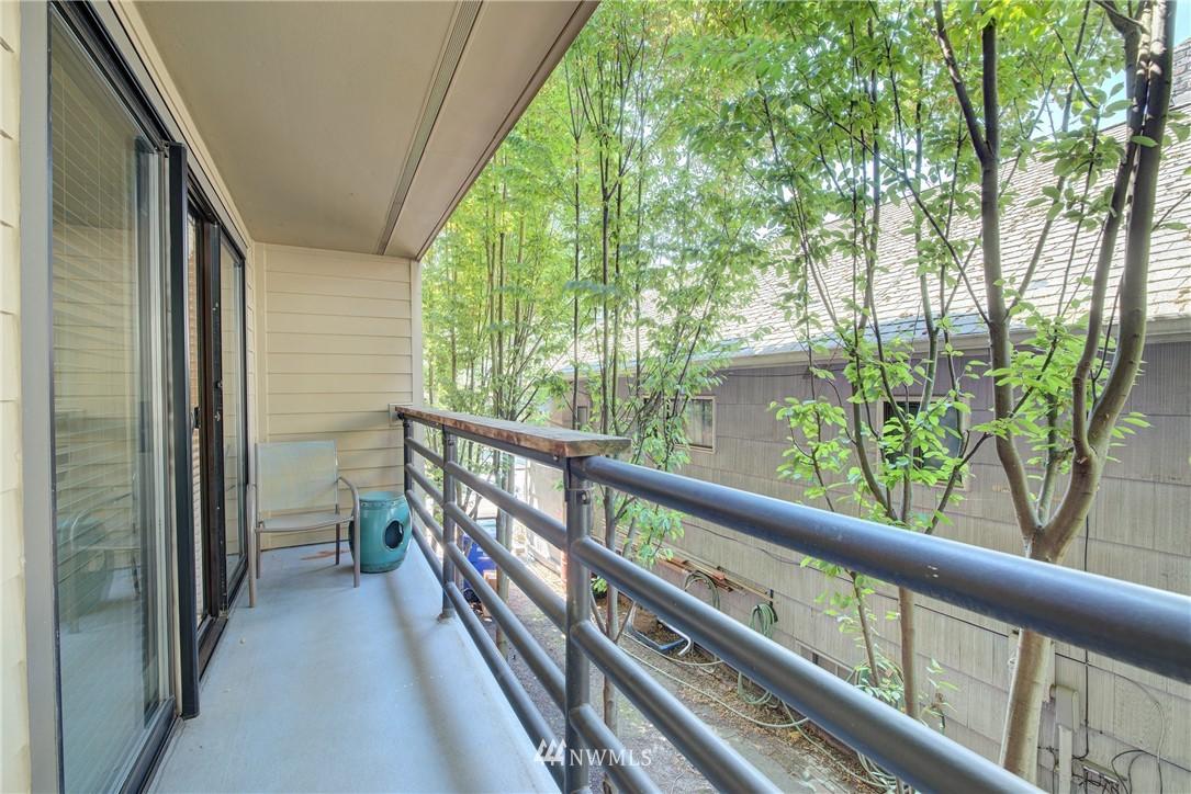 Sold Property   3401 Wallingford Avenue N #105 Seattle, WA 98103 12