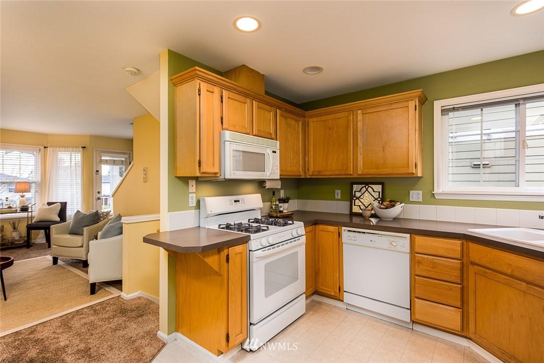 Sold Property | 11722 Greenwood Avenue N #A Seattle, WA 98133 4