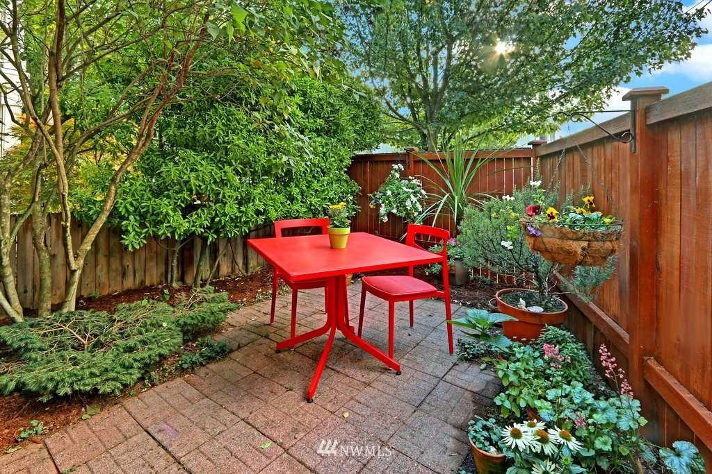 Sold Property | 11722 Greenwood Avenue N #A Seattle, WA 98133 9