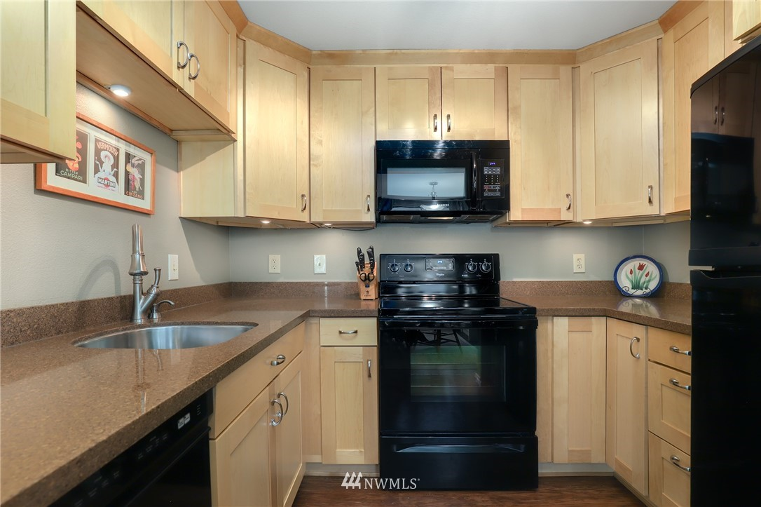 Sold Property   735 N 95th Street #2 Seattle, WA 98103 3