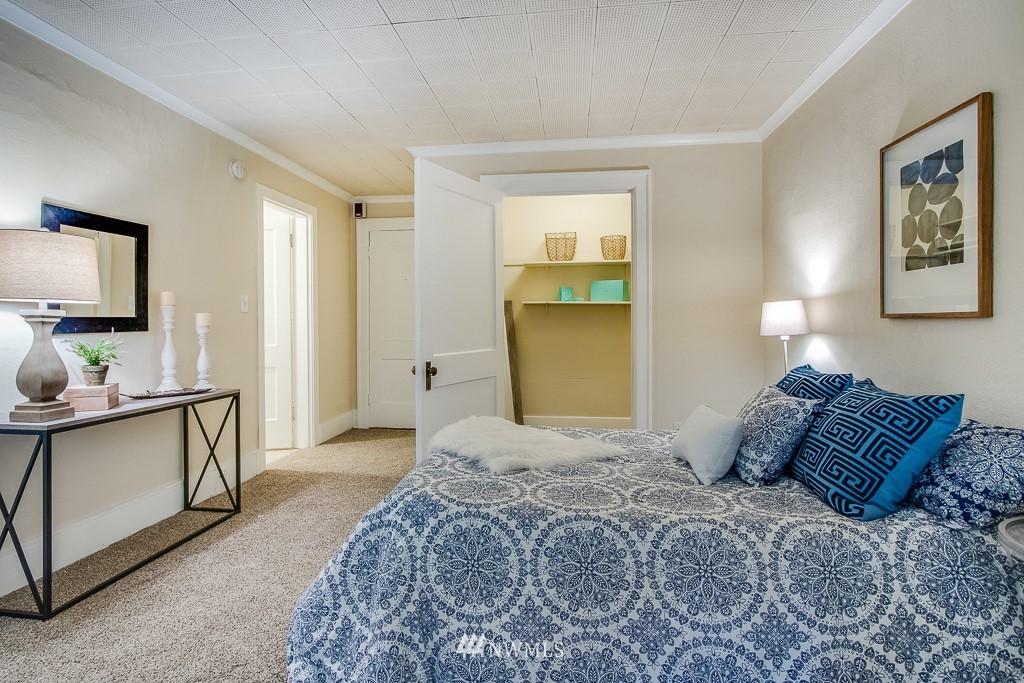 Sold Property | 4725 15th Avenue NE #4 Seattle, WA 98105 3