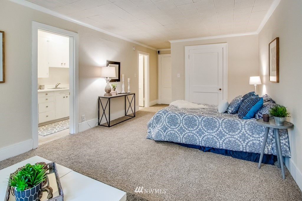 Sold Property | 4725 15th Avenue NE #4 Seattle, WA 98105 8