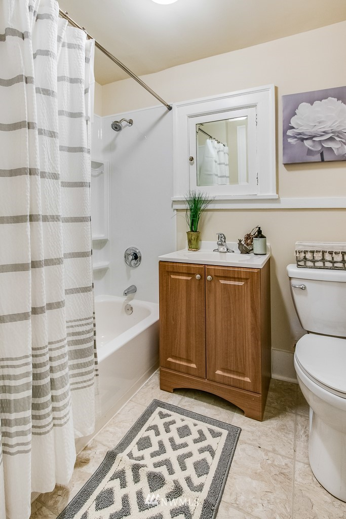 Sold Property | 4725 15th Avenue NE #4 Seattle, WA 98105 12