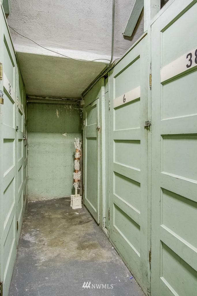 Sold Property | 4725 15th Avenue NE #4 Seattle, WA 98105 15