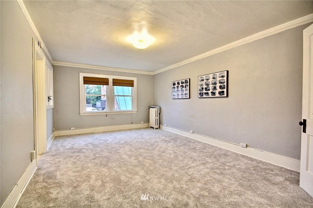 Sold Property | 4725 15th Avenue NE #27 Seattle, WA 98105 3
