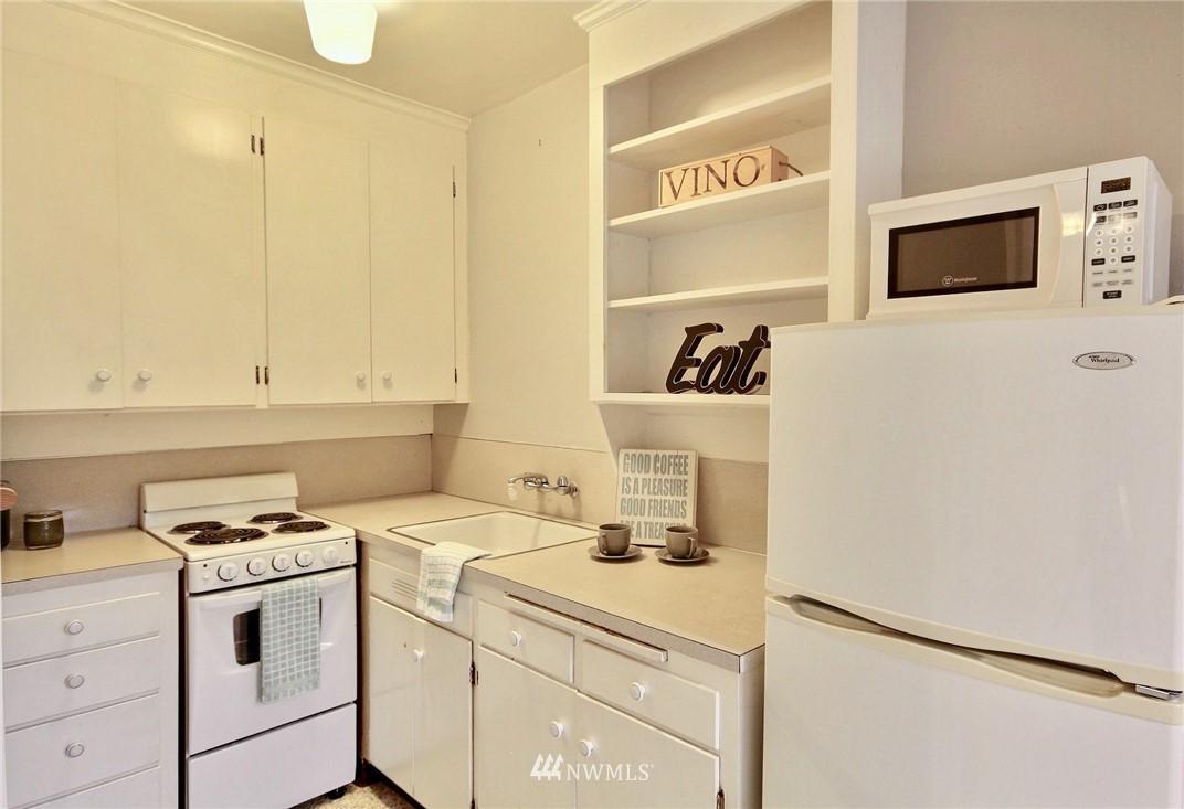 Sold Property | 4725 15th Avenue NE #27 Seattle, WA 98105 8