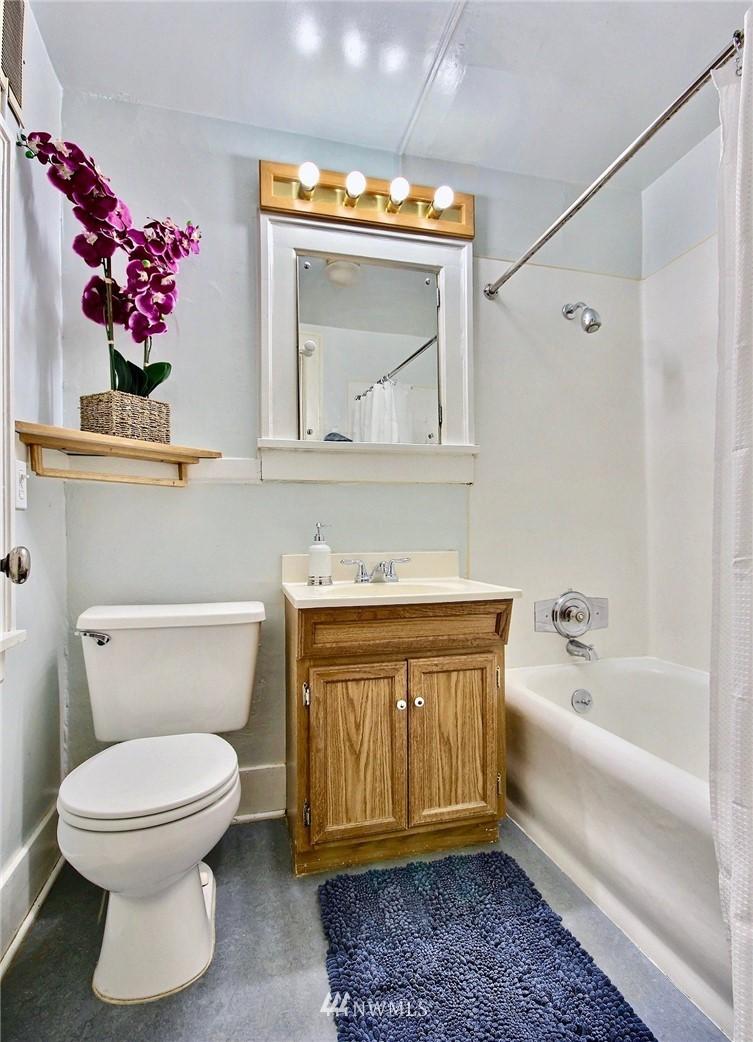 Sold Property | 4725 15th Avenue NE #27 Seattle, WA 98105 13