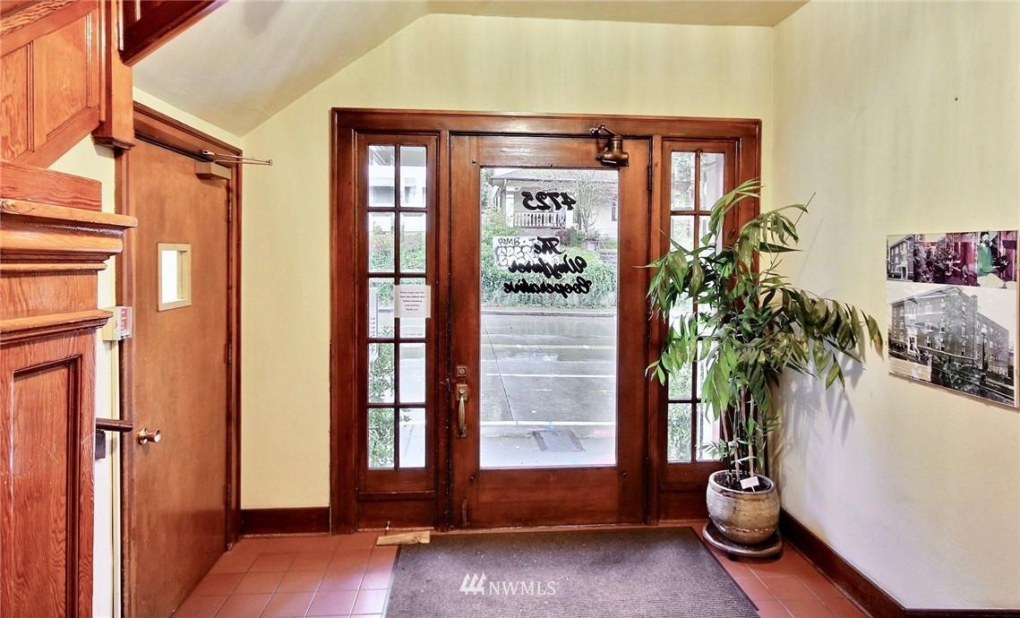 Sold Property | 4725 15th Avenue NE #27 Seattle, WA 98105 18