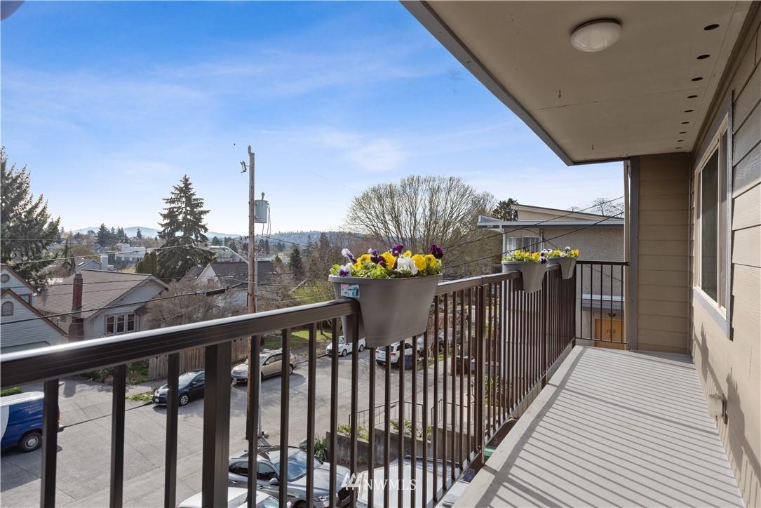 Sold Property | 4219 Whitman Avenue N #8 Seattle, WA 98103 9